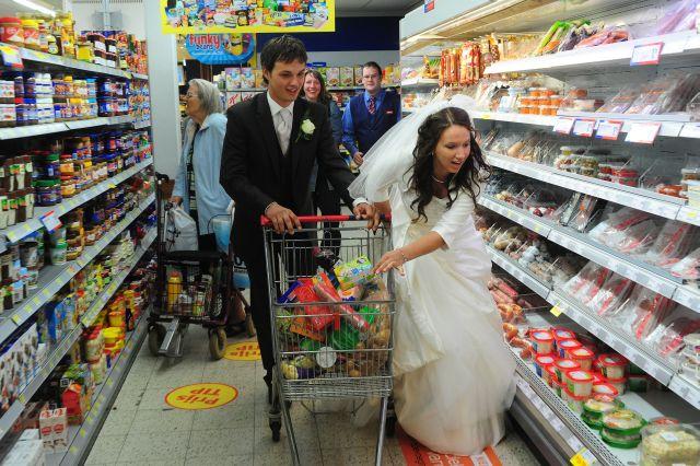 Bruidspaar gratis winkelen Coop Lkk sept10