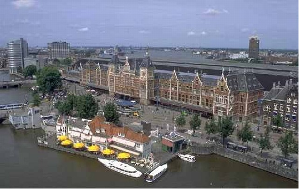 Central Station in het water