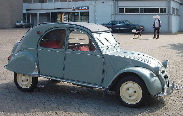 Citroën 2CV, Baujahr 1957, in Kerkrade